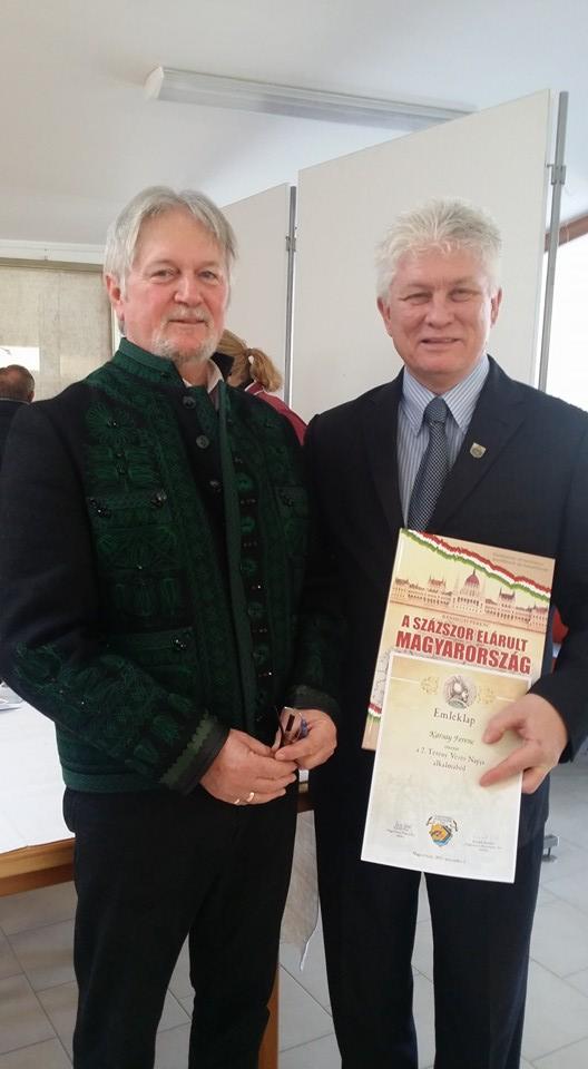Képaláírás:  Karsai Ferenc XXII. kerületi polgármester és Bánhegyi Ferenc történelemtanár, tankönyvszerő